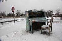 pianoforte in paesaggio innevato
