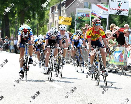 2009-05-31 / Wielrennen / Nieuwelingen Mol-Rauw / Provinciaal kampioen Kenneth Van Rooy (Arendonk) wint de spurt...Foto: Maarten Straetemans (SMB)