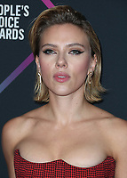 SANTA MONICA - NOVEMBER 11:  Scarlett Johansson at the People's Choice Awards 2018 at The Barker Hangar on November 11, 2018 in Santa Monica, California. (Photo by Xavier Collin/PictureGroup)