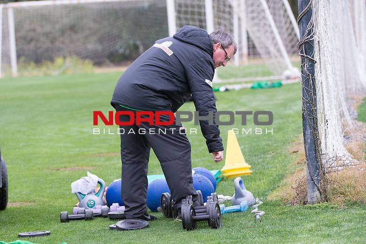 Trainingsgel&auml;nde, Jerez, ESP, 1.FBL, Trainingslager Werder Bremen 2014,  15.01.2014, <br /> <br /> Zeugwart Peter Detjen<br /> <br /> Foto &copy; nordphoto/ Kokenge