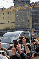 Papa Francesco, davanti al Castello Maschio Angioino - Maschio Angioino castle  <br /> Napoli 21-03-2015 <br /> Visita Pastorale di Sua Santita' Papa Francesco all'Arcidiocesi di Napoli.<br /> Pastoral visit of his Holiness Pope Francis to the Archdiocese of Naples.<br /> Foto Cesare Purini / Insidefoto