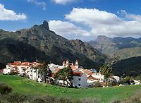 Spanien, Kanarische Inseln, Gran Canaria, Tejeda, Blick ueber das Bergdorf zum Roque Bentaiga | Spain, Canary Island, Gran Canaria, Tejeda, view across mountain village at Roque Bentaiga