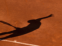 25-05-11, Tennis, France, Paris, Roland Garros, Shadow on clay
