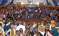 """Büttelborn 15.09.2018: Kerwetanz der Biddelberner Kerb<br /> MItternachtsshow der Kerweborsch zum """"Büttelborner Supertalent""""<br /> Foto: Vollformat/Marc Schüler, Schäfergasse 5, 65428 R'heim, Fon 0151/11654988, Bankverbindung KSKGG BLZ. 50852553 , KTO. 16003352. Alle Honorare zzgl. 7% MwSt."""