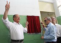 .ATENCAO EDITOR: FOTO EMBARGADA PARA VEICULO INTERNACIONAL - SAO PAULO, SP, 13 DEZEMBRO 2012 - GOVERNADOR ALCKMIN NA CERIMONIA DOS 10 ANOS DO ACESSA SP NA ADEVA  - O governador Geraldo Alckmin e o presidente da ADEVA Markiano Charan (direita) descerram a placa em comemoracao dos 10 anos do posto do Acessa Sao Paulo na sede da ADEVA (Associacao de Deficientes Visuais e Amigos) na Vila Mariana zona sul da cidade nessa quinta 13. (FOTO: LEVY RIBEIRO / BRAZIL PHOTO PRESS)..