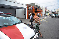 SAO BERNARDO DO CAMPO, SP,13.01.2014.Uma tentativa de assalto a casa de um Capitao da Policia militar na Rua Coronel Mendonca no Bairro da Chacarra Santo Antonio tendo dois bandidos foram baleados e levado ao ps da regiao cinco bandidos presos e duas armas apreendidas. O caso foi levados para 30 dp.  .(Foto: Adriano Lima / Brazil Photo Press).