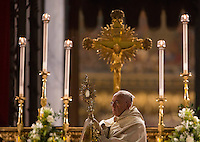 Papa Francesco eleva l'ostensorio sul sagrato della Basilica di Santa Maria Maggiore al termine della processione del Corpus Domini da Piazza San Giovanni in Laterano, a Roma, 4 giugno 2015.<br /> Pope Francis holds a monstrance containing a Holy Host on the parvis of St. Mary Major Basilica at the end of a procession from St. John Lateran's Square on the occasion of the Corpus Domini celebration marking the feast of the Body and Blood of Christ, in Rome, 4 June 2015.<br /> UPDATE IMAGES PRESS/Riccardo De Luca<br /> <br /> STRICTLY ONLY FOR EDITORIAL USE