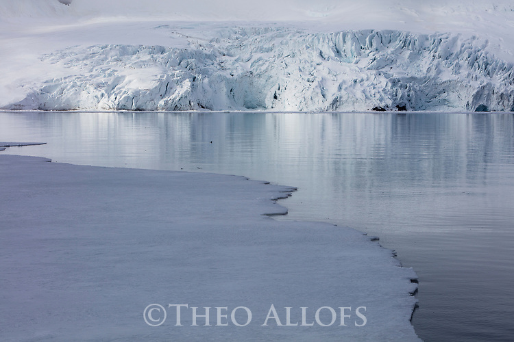Norway, Svalbard, ice edge in fjord, glacier in background