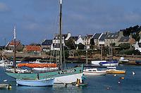 Europe/France/Bretagne/22/Côtes d'Armor/Ile-Grande: Le port, les bateaux de pêche et vieux grément