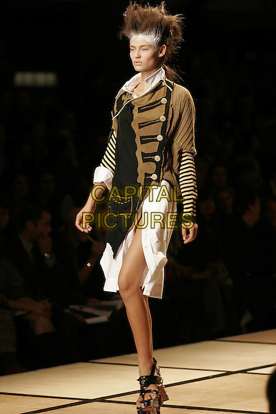 MODEL.Vivienne Westwood ready to wear Spring/Summer Collection 2005, Paris, France, .October 5th 2004..full length fashion show catwalk straw hat white hair powder talc platform shoes strappy.Ref: MDS.www.capitalpictures.com.sales@capitalpictures.com.©O.Medias/Capital Pictures .