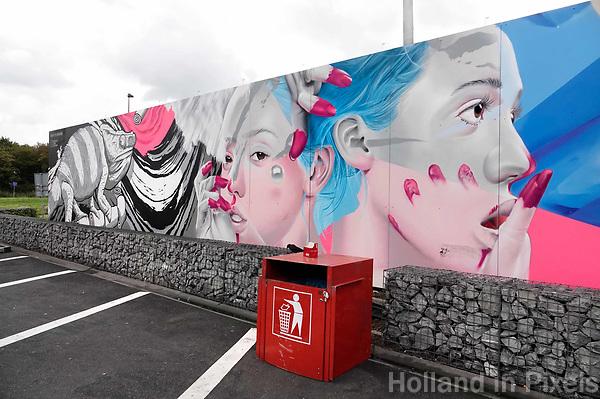 Nederland  Amsterdam -  September 2018.  Lange Muurschildering op de muur bij de Foodstrip in Zuid-Oost. Het kunstwerk is gemaakt door graffiti-kunstenaarduo's Karski & Beyond en Bier en Brood. Foto Berlinda van Dam / Hollandse Hoogte