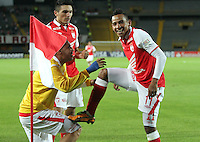 BOGOTA - COLOMBIA - 16 -04-2013: Wilder Medina   de Santa Fe  de Colombia celebra el gol contra  Real Garcilaso del Perú , durante partido en el estadio Nemesio Camacho El CampÌn de la ciudad de Bogotá, partido por el grupo  6 de la Copa Bridgestone Libertadores 2013, abril 16 de 2013.  (Foto: VizzorImage / Felipe Caicedo / Staff) . BOGOTA - COLOMBIA - 16 -04-2013: Wilder Medina of Santa Fe of Colombia celebrates goal against Real Garcilaso of Peru during game at the stadium Nemesio Camacho El Campin in Bogota, Group 6 match for Bridgestone Cup Libertadores 2013, April 16, 2013. (Photo: VizzorImage / Felipe Caicedo / Staff)