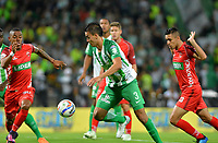 MEDELLÍN - COLOMBIA, 01-08-2018: Felipe Aguilar (Cent.) jugador de Atlético Nacional disputa el balón con Julián Pretel (Izq.) y Kevin Osorio (Der.), jugadores de Patriotas Boyacá, durante partido de la fecha 3 entre Atlético Nacional y Patriotas Boyacá, por la Liga Águila II 2018, jugado en el estadio Atanasio Girardot de la ciudad de Medellín. / Felipe Aguilar (C) player of Atletico Nacional vies for the ball with Julian Pretel (L) and Kevin Osorio (R), players of Patriotas Boyaca, during a match of the 3rd date between Atletico Nacional and Patriotas Boyaca for the Aguila League II 2018, played at Atanasio Girardot stadium in Medellin city. Photo: VizzorImage / León Monsalve / Cont.