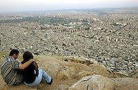 SYRIA, Damascus, young couple on mountain Dschabal Qasyun / SYRIEN Damaskus, junges Paar auf dem Berg Dschabal Qasyun