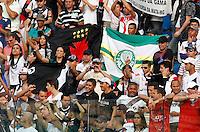 BARUERI ,SP,17 JUNHO 2012 - CAMPEONATO BRASILEIRO - PALMEIRAS x VASCO RJ - torcedores do Vasco durante partida Palmeiras x Vasco  válido pela 5º rodada do Campeonato Brasileiro na Arena Barueri, na tarde deste domingo (17). (FOTO: ALE VIANNA -BRAZIL PHOTO PRESS).