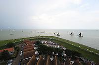 ZEILEN: HINDELOOPEN: IJsselmeer, 02-08-2014, IFKS skûtsjesilen, vanaf de toren van de Grote Kerk heb je een prachtig overzicht, ©foto Martin de Jong