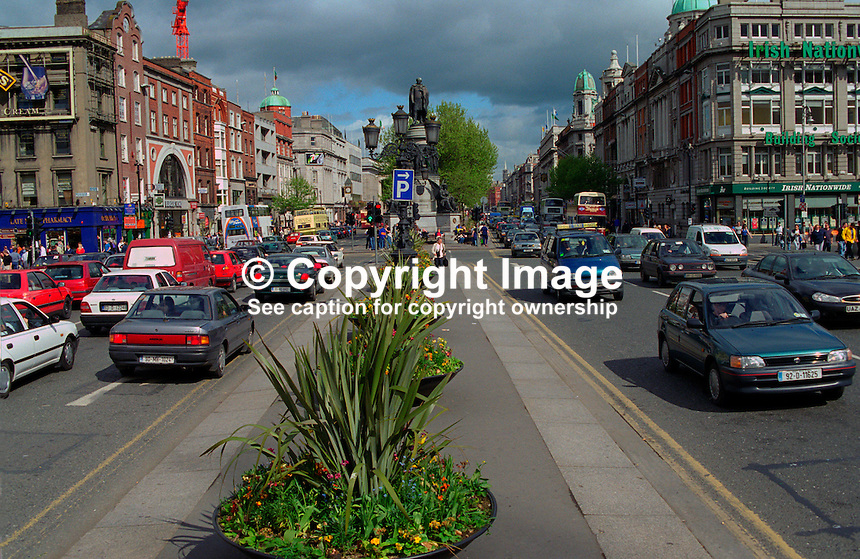 O'Connell Street, Dublin, Rep of Ireland, 199905003..Copyright Image from Victor Patterson, 54 Dorchester Park, Belfast, UK, BT9 6RJ..Tel: +44 28 9066 1296.Mob: +44 7802 353836.Voicemail +44 20 8816 7153.Skype: victorpattersonbelfast.Email: victorpatterson@mac.com.Email: victorpatterson@ireland.com (back-up)..IMPORTANT: If you wish to use this image or any other of my images please go to www.victorpatterson.com and click on the Terms & Conditions. Then contact me by email or phone with the reference number(s) of the image(s) concerned.