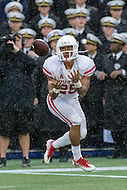 Annapolis, MD - OCT 8, 2016: Houston Cougars running back Dillon Birden (25) catches a touchdown late in the fourth quarter during game between Houston and Navy at Navy-Marine Corps Memorial Stadium Annapolis, MD. The Midshipmen upset #6 Houston 46-40. (Photo by Phil Peters/Media Images International)