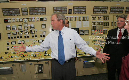 Lusby, MD - June 22, 2005 -- United States President George W. Bush talks about Nuclear power as he tours the control room of the Cavert Cliffs Nuclear Power Plant in Lusby, Maryland on June 22, 2005. In background  is Mayo Shattuck, Chairman and Chief Executive Officer (CEO) Constellation Energy. Mike Wallace, President Constellation Energy is at right.<br /> Credit: Dennis Brack - Pool via CNP