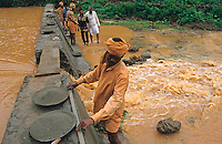 "S?dasien Asien Indien IND Andhra Pradesh , Reparatur eines kleinen Bewaesserungsdamm nach schweren Monsun Regenfaellen. -  Ueberschwemmung Klimawandel Regen Fluss xagndaz | .South Asia India Andhra Pradesh , repair of small irrigation check-dam after Monsoon rains -  climate change rain dam .| [ copyright (c) Joerg Boethling / agenda , Veroeffentlichung nur gegen Honorar und Belegexemplar an / publication only with royalties and copy to:  agenda PG   Rothestr. 66   Germany D-22765 Hamburg   ph. ++49 40 391 907 14   e-mail: boethling@agenda-fototext.de   www.agenda-fototext.de   Bank: Hamburger Sparkasse  BLZ 200 505 50  Kto. 1281 120 178   IBAN: DE96 2005 0550 1281 1201 78   BIC: ""HASPDEHH"" ,  WEITERE MOTIVE ZU DIESEM THEMA SIND VORHANDEN!! MORE PICTURES ON THIS SUBJECT AVAILABLE!! INDIA PHOTO ARCHIVE: http://www.visualindia.net ] [#0,26,121#]"