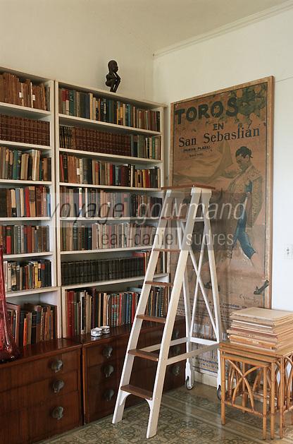 """Cuba/Env La Havane/San Francisco de Paula: Bibliothèque de la """"Finca Vigia"""" ferme de la vigie maison de l'écrivain Ernest Hemingway"""