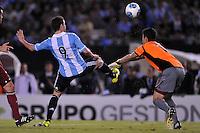 BUENOS AIRES, ARGENTINA, 22 MARÇO 2013 - COPA 2014 - ELIMINATORIAS SUL-AMERICANA - ARGENTINA X VENEZUELA - Higuain jogador da Argentina durante partida contra a Venezuela em partida pela 11 rodada das eliminatórias sul-americana para a Copa do Mundo de 2014 no Estádio Monumental de Núñes em Buenos Aires capital da Argentina, na noite desta sexta-feira, 22. (FOTO: JUANI RONCORONI / BRAZIL PHOTO PRESS).