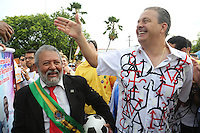 RECIFE, PE, 01.03.2014 - CARNAVAL PE / GALO DA MADRUGADA - Eduardo Campos governador de Pernambuco durante café da manha e concentração do Galo da Madrugada, maior bloco de carnaval do mundo no centro de Recife neste sabado (Foto: Vanessa Carvalho/ Brazil Photo Press).