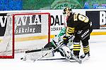 Stockholm 2014-03-21 Ishockey Kvalserien AIK - R&ouml;gle BK :  <br /> R&ouml;gles Kevin Lindskoug r&auml;ddar den sista och avg&ouml;rande straffen av AIK:s Michael Nylander <br /> (Foto: Kenta J&ouml;nsson) Nyckelord: