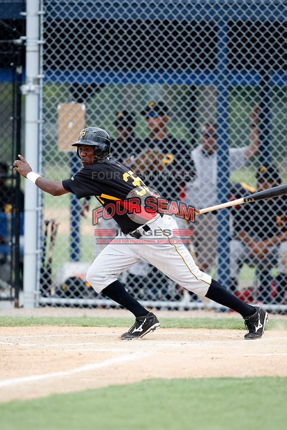 July 13, 2009:  Right Fielder Melvin De La Cruz of the GCL Pirates during a game at Tiger Town in Lakeland, FL.  The GCL Pirates are the Gulf Coast Rookie League affiliate of the Pittsburgh Pirates.  Photo By Mike Janes/Four Seam Images