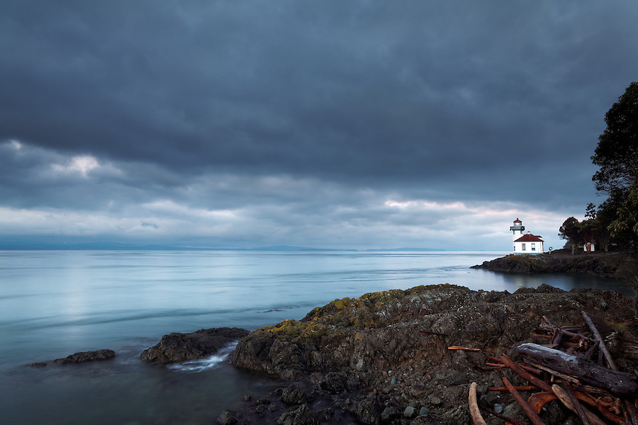 Lime Kiln Lighthouse and drift wood at dawn, Washington
