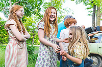 The Glass Castle (2017) <br /> Behind the scenes photo of Sadie Sink, Eden Grace Redfield &amp; Ella Anderon<br /> *Filmstill - Editorial Use Only*<br /> CAP/KFS<br /> Image supplied by Capital Pictures