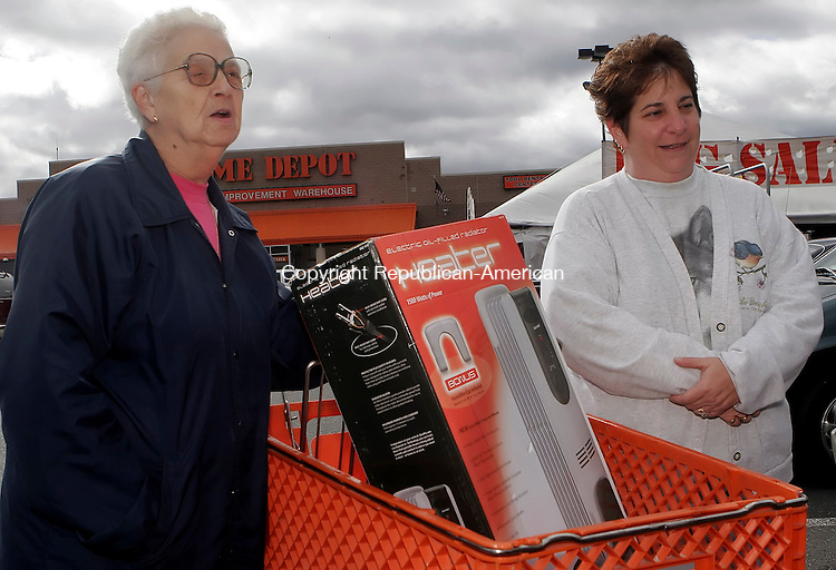 WATERBURY, CT26 October 2005-102605TK01 (left to right:) Carmela Brage and Tina Krasnika of Wolcott shopped for an electric oil-filled heater to supplement heating needs for the approaching cold weather season.  Tom Kabelka / Republican-American (Carmela Brage, Tina Krasnika)CQ