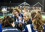 BLOEMENDAAL  - Hockey -  finale KNHB Gold Cup dames, Bloemendaal-HDM . Bloemendaal wint na shoot outs. Coach Sonja Thomann (HDM) met links Julia Verschoor (HDM) .  COPYRIGHT KOEN SUYK