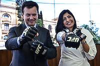 ATENCAO EDITOR IMAGEM EMBARGADA PARA VEICULOS INTERNACIONAIS - SAO PAULO, SP, 28 DEZEMBRO 2012 - O prefeito Gilberto Kassab (E) e a lider do UFC no Brasil Grace Tourin (D)  durante cerimonia onde se oficializou o apoio municipal aos eventos do UFC em Sao Paulo, no gabinete do prefeito, regiao central, na tarde desta sexta feira, 28. (FOTO: ALEXANDRE MOREIRA / BRAZIL PHOTO PRESS).