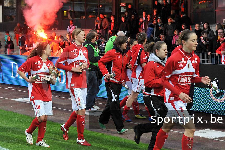 Bekerfinale 2012 : WD Lierse SK - Standard Femina :.vreugde bij speelsters en supporters van Standard na de bekerwinst.foto David Catry / Joke Vuylsteke / Vrouwenteam.be