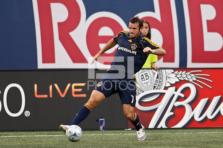 Los Angeles Galaxy defender Chris Klein (7). The New York Red Bulls and the Los Angeles Galaxy played to a 2-2 tie during a Major League Soccer match at Giants Stadium in East Rutherford, NJ, on July 19, 2008.