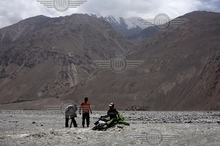 day 6. the next big river that comes up jeremy looses his bike, again water in the exhaust pipe make s the bike usesless. What do war correspondences do on the holidays. 4 Kabul based journalists were the first westerners to ride motorcycles into the Wakhan corridor.the 12 day trip was full with dramas, breakdowns, arrests, crashes, yak riding and many miles. over 1200 kms they travelled and reached their desired destination of surhad e brogil deep in the wakhan corridor. location of the great game and once named the roof of the world.