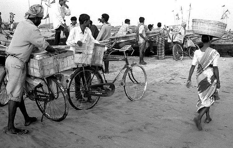 12.2003 Konark (Orissa)<br /> <br /> Fishermen village near Konarak.<br /> <br /> Village de pêcheurs près de Konark.