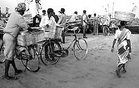 12.2003 Konark (Orissa)<br /> <br /> Fishermen village near Konarak.<br /> <br /> Village de p&ecirc;cheurs pr&egrave;s de Konark.