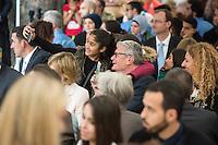 Bundespraesident Joachim Gauck nahm am Montag den 13. Juni 2016 in Berlin Moabit an einem gemeinsamen Fastenbrechen it Muslimen teil.<br /> Im Bild: Kinder machen Selfies mit dem Bundespraesidenten.<br /> 13.6.2016, Berlin<br /> Copyright: Christian-Ditsch.de<br /> [Inhaltsveraendernde Manipulation des Fotos nur nach ausdruecklicher Genehmigung des Fotografen. Vereinbarungen ueber Abtretung von Persoenlichkeitsrechten/Model Release der abgebildeten Person/Personen liegen nicht vor. NO MODEL RELEASE! Nur fuer Redaktionelle Zwecke. Don't publish without copyright Christian-Ditsch.de, Veroeffentlichung nur mit Fotografennennung, sowie gegen Honorar, MwSt. und Beleg. Konto: I N G - D i B a, IBAN DE58500105175400192269, BIC INGDDEFFXXX, Kontakt: post@christian-ditsch.de<br /> Bei der Bearbeitung der Dateiinformationen darf die Urheberkennzeichnung in den EXIF- und  IPTC-Daten nicht entfernt werden, diese sind in digitalen Medien nach §95c UrhG rechtlich geschuetzt. Der Urhebervermerk wird gemaess §13 UrhG verlangt.]