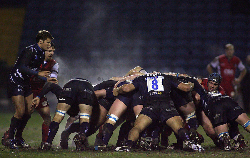 Photo: Paul Thomas..Sale Sharks v Gloucester Rugby. Guinness Premiership. 06/01/2007...Sale Scrum lets off steam.