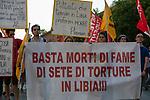 Striscione contro le torture in Libia.