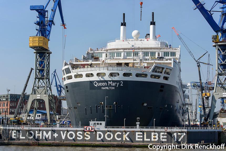 Queen Mary 2 in Dock 17,  St. Pauli, Hamburg, Deutschland<br /> Cruiser Queeb Mary 2 in dry dock, St. Pauli, Hamburg, Germany