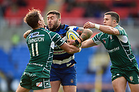 Matt Banahan of Bath Rugby fends Alex Lewington of London Irish. Aviva Premiership match, between London Irish and Bath Rugby on November 19, 2017 at the Madejski Stadium in Reading, England. Photo by: Patrick Khachfe / Onside Images