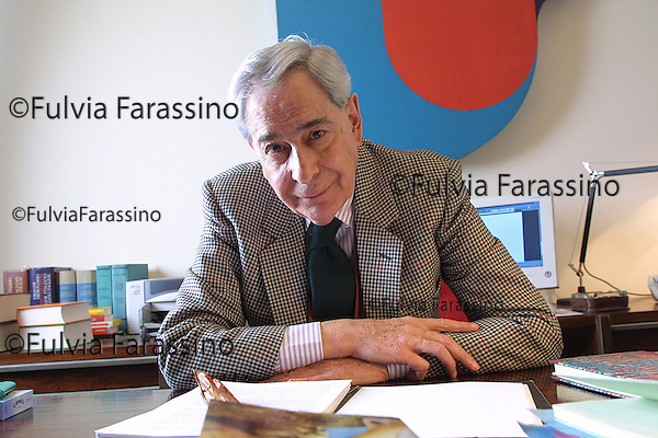 Milano, Enzo Bettiza nel suo studio, Enzo Bettiza in his office © Fulvia Farassino