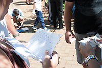 PIRACICABA - 27.04.14 - COPA 2014 - A febre das figurinhas da Copa 2014 em Piracicaba. Não tem idade, todos participam. (Foto: Mauricio Bento / BrazilPhotoPress )