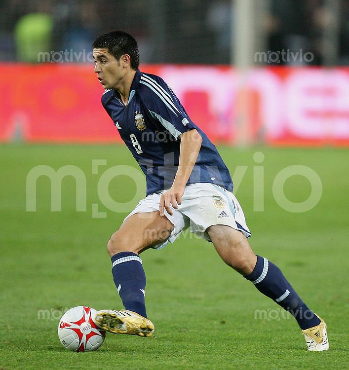 Fussball International Testspiel England 3-2 Argentinien Juan Roman Riquelme (ARG) am Ball