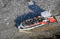 Schiffsverkehr auf der Elbe bei Eisgang: DEUTSCHLAND, HAMBURG, (GERMANY), 04.02.2012:  Hamburg, Rederei, Deutschland, Schiff, Berufsschifffahrt, Behinderung, Gueterverbindung, Hamburg, Elbe, Eis, Eisgang, Kaelte, Transport, Logistik, Seeweg,  Schollen, Eisschollen, Schiff, Schiffe, Schifffahrt, Befrachtung, Fracht, Wirtschaft, Luftbild, Handel, Luftaufnahme,  Hafen .