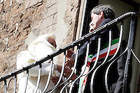 Papa Benedetto XVI sul balcone del Campidoglio, Roma, 9 marzo 2009, affiancato dal sindaco Gianni Alemanno, a destra..Pope Benedict XVI stands on the Campidoglio City Hall's balcony in Rome, 9 march 2009, flanked by Mayor Gianni Alemanno, right..UPDATE IMAGES PRESS/Riccardo De Luca