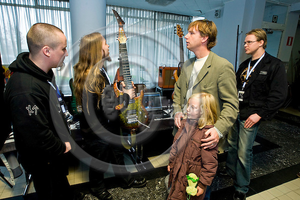 BRUSSELS - BELGIUM - 26 OCTOBER 2008 -- Brosella Guitar Fair in Heysel Expo. -- Sampo Leppävouri (Guitar builder), Musician Tom Gardiner and Tomi Korkalainen (Ri)  (Guitar builder) from the Finnish company Amfisound with Peter Brosens and his daughter Liselore. -- PHOTO: JUHA ROININEN / EUP-IMAGES